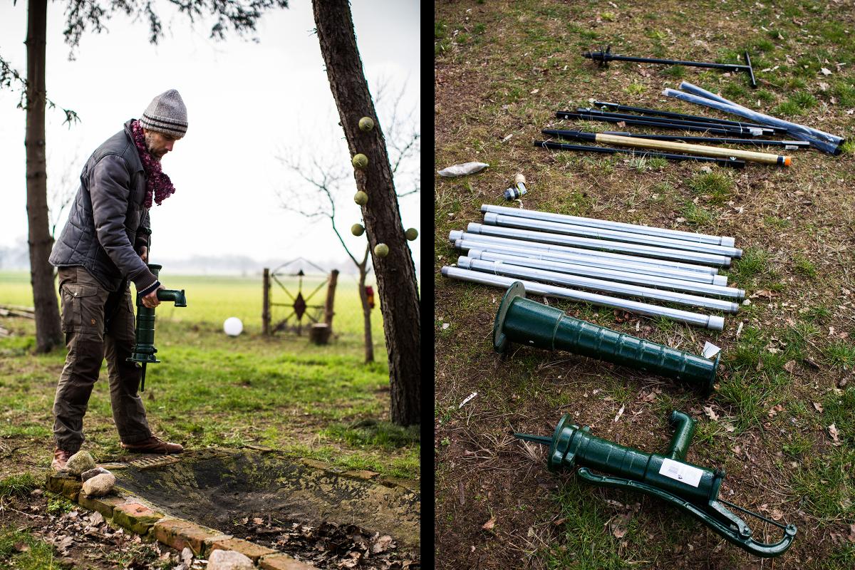 Autor Sascha Borrée schaut nach einer geeigneten Stelle, an dem er seinen Gartenbrunnen bauen kann und legt seine Baumaterialien zurecht, damit er mit dem Bau seines eigenen Gartenbrunnens beginnen kann.