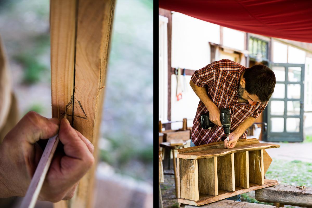 Michail Schütte, Mitarbeiter beim Naturum Göhrde und Workshop Leiter, setzt Bleistiftkreise und kreuze. Autor Sascha Borrée muss anschließend Schrauben versenken, die sein selbst gebautes Insektenhotel zusammenhalten.