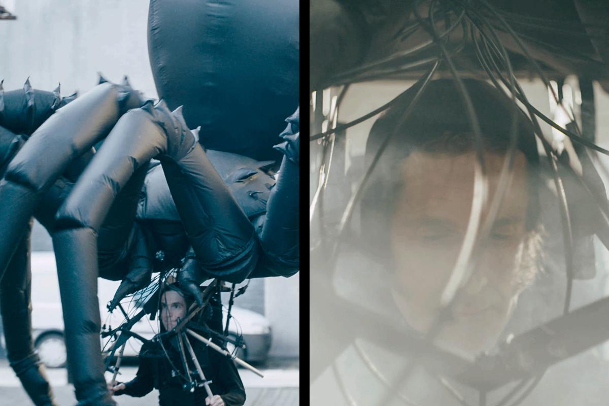 Tim Davies mit einer selbstgebauten riesigen Spinne auf dem Kopf; Tim Davies mit einer selbstgebauten riesigen Spinne auf dem Kopf;
