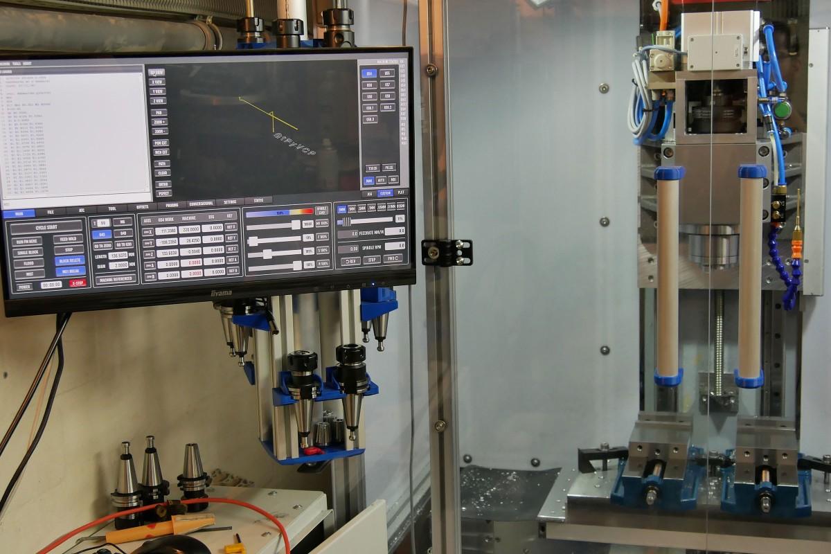 Selbst gebaute CNC Fräse mit Steuerungstechnik
