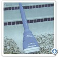 Poolbodensauger Aqua Broom 60 x 16,5 x 9 cm blau batteriebetrieben Laufzeit 3 h